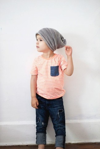 Come indossare e abbinare: t-shirt arancione, jeans blu scuro, berretto grigio