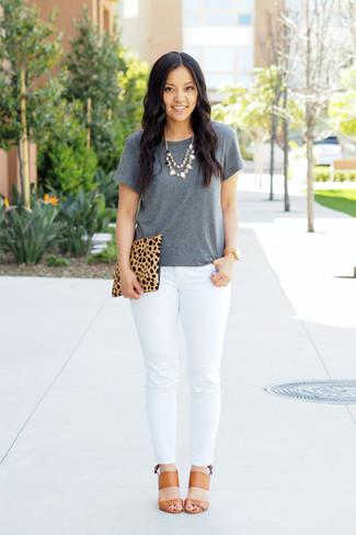 ... scamosciata leopardata marrone chiaro. Come indossare  t-shirt  girocollo grigia ad5949a181e0