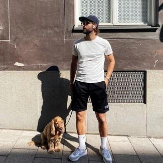 Come indossare e abbinare scarpe sportive grigie: Per un outfit della massima comodità, abbina una t-shirt girocollo bianca con pantaloncini sportivi neri. Scarpe sportive grigie sono una eccellente scelta per completare il look.