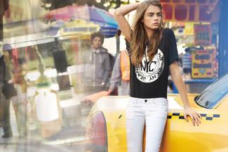 T shirt girocollo stampata nera jeans aderenti bianchi large 1139