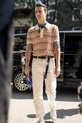 Come indossare e abbinare una bandana: Opta per una t-shirt manica lunga grigia e una bandana per un look comfy-casual. Ti senti creativo? Completa il tuo outfit con un paio di sneakers basse di tela bianche.