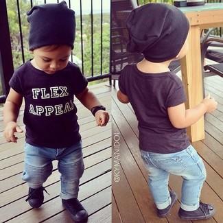 Come indossare: t-shirt nera, jeans azzurri, sneakers nere, berretto nero