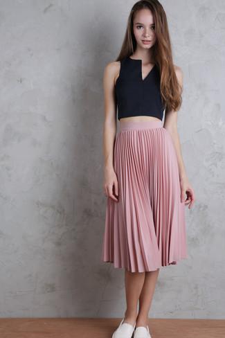 Come indossare e abbinare una gonna per una donna di 17 anni