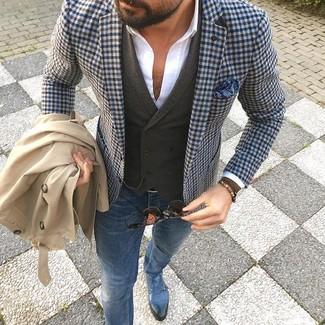 Sfrutta gli abiti più adatti al tempo libero con questa combinazione di un trench e jeans aderenti blu. Completa il tuo abbigliamento con un paio di scarpe con due fibbie in pelle blu.