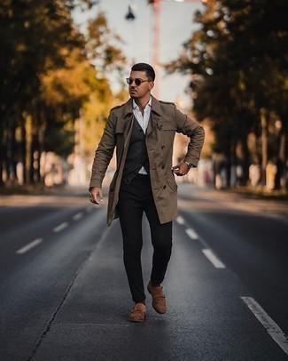 Come indossare e abbinare occhiali da sole verde scuro: Potresti combinare un trench marrone con occhiali da sole verde scuro per un look comfy-casual. Un bel paio di scarpe double monk in pelle scamosciata marroni è un modo semplice di impreziosire il tuo look.