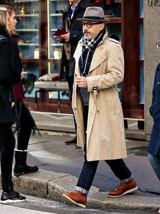 Un trench e jeans blu scuro sono un outfit perfetto da sfoggiare nel tuo guardaroba. Rifinisci questo look con un paio di stivali casual in pelle terracotta.