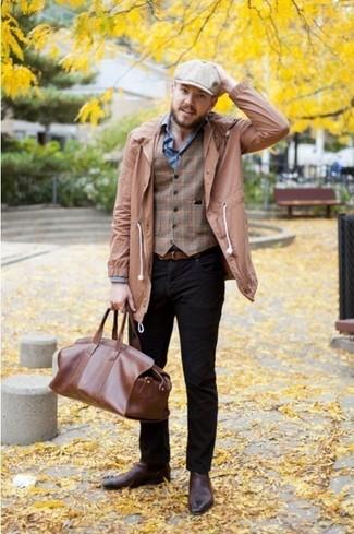 Opta per un trench marrone chiaro e jeans neri per essere elegante ma non troppo formale. Opta per un paio di stivali chelsea in pelle marroni per mettere in mostra il tuo gusto per le scarpe di alta moda.