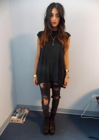 wholesale dealer 70622 88b65 Look alla moda per donna: Tunica nera, Jeans aderenti ...