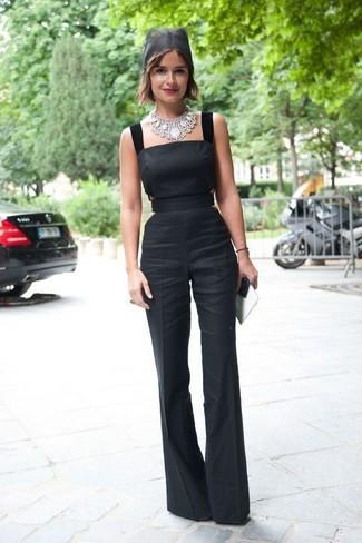 Come indossare e abbinare: tuta nera, collana argento