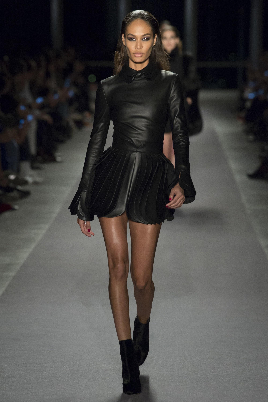 Molto Look alla moda per donna: Vestito a pieghe in pelle nero  MQ34