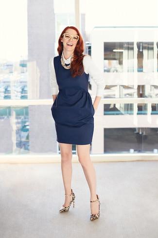 ... Look alla moda per donna  Vestito a tubino blu scuro 6de4555e1c2