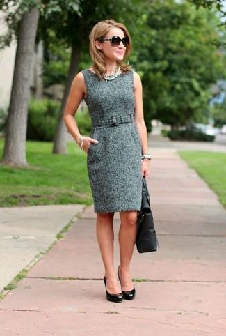 Come indossare: vestito a tubino di tweed grigio, décolleté in pelle neri, borsa shopping in pelle nera, occhiali da sole marrone scuro