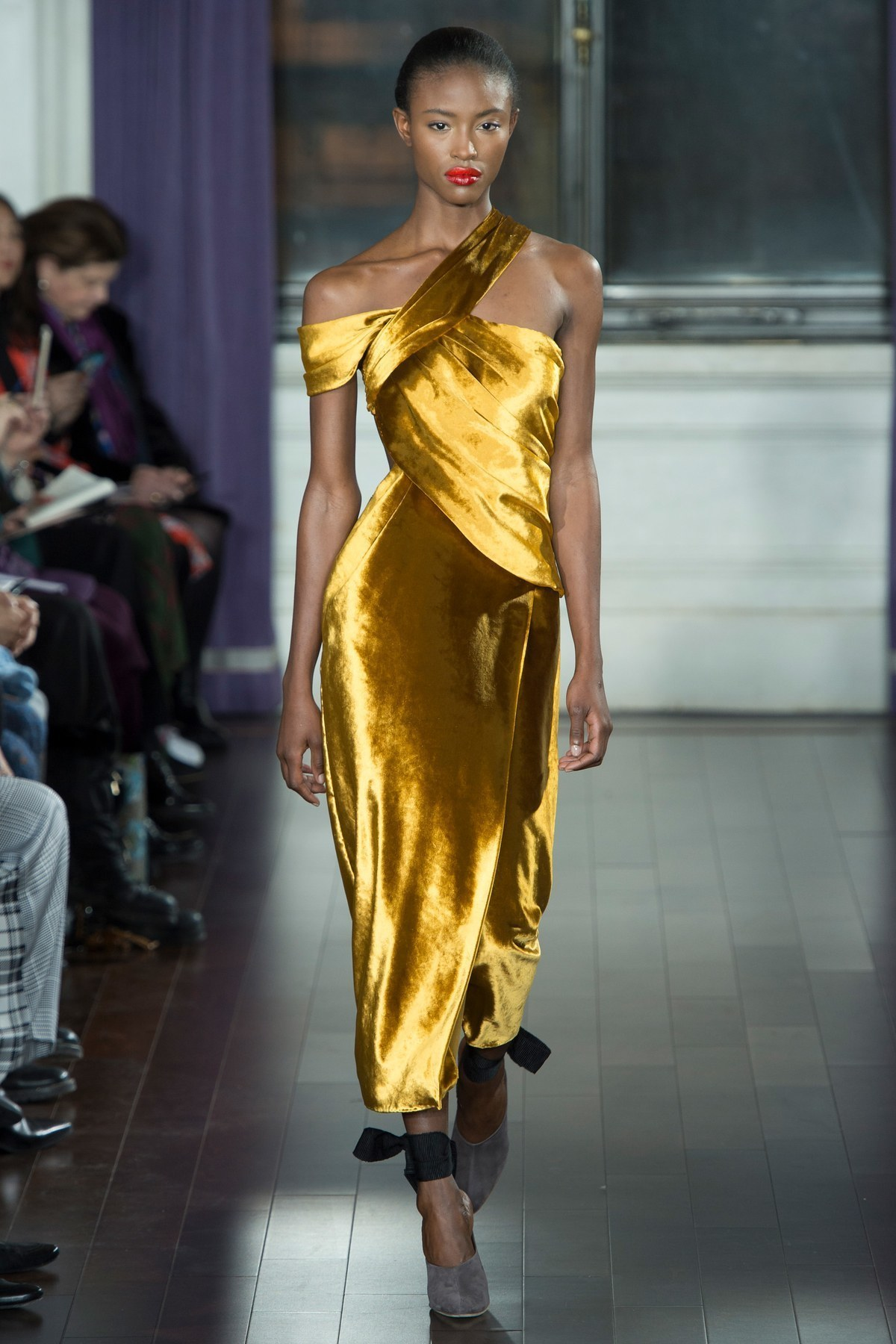 Come Abbinare Il Senape come indossare e abbinare un vestito di velluto senape (4