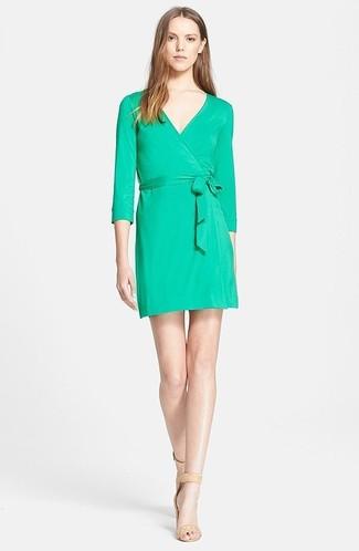 new styles d4a0b 8b61a Look alla moda per donna: Vestito a tubino verde, Sandali ...