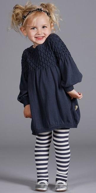 Come indossare: vestito blu scuro, ballerine argento, cerchietto nero, collant blu scuro