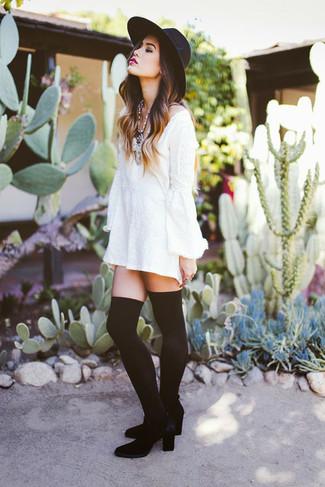 best website 05fe4 89a2e Look alla moda per donna: Vestito casual bianco, Stivali ...