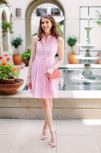 Come indossare e abbinare: vestito chemisier rosa, sandali con tacco in pelle beige, borsa a tracolla in pelle rosa, occhiali da sole marroni