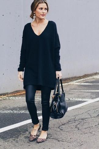 Come indossare e abbinare un vestito di maglia nero con