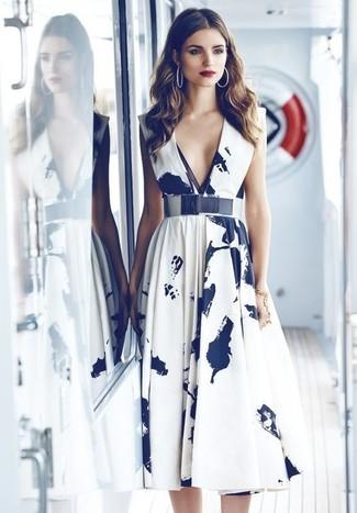 Look alla moda per donna  Vestito longuette stampato bianco e nero ... d156717ff959