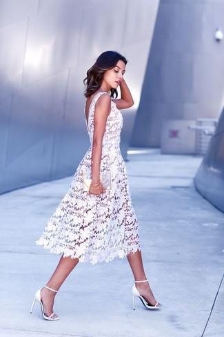 ... Look alla moda per donna  Vestito longuette di pizzo bianco 030c0c3c2a6