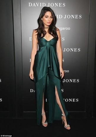 Look alla moda per donna  Vestito lungo con spacco verde scuro ... 78bfb735b47