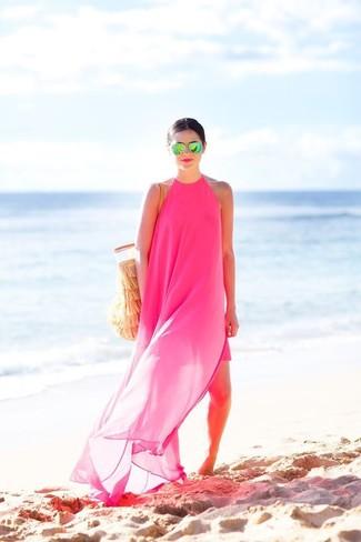 Come indossare: vestito lungo di chiffon fucsia, borsa shopping all'uncinetto marrone chiaro, occhiali da sole verdi