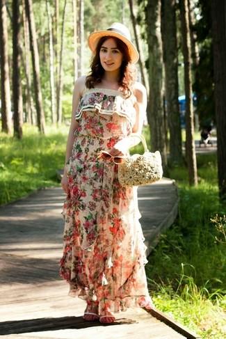 Come indossare e abbinare un vestito lungo a fiori beige: Punta su un vestito lungo a fiori beige per le giornate pigre. Per distinguerti dagli altri, prova con un paio di sandali piatti in pelle bianchi.