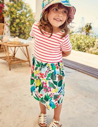 Look alla moda per ragazze: Vestito stampato multicolore, Sandali dorati
