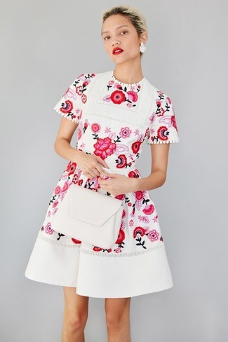 new style ab019 66d70 Look alla moda per donna: Vestito svasato a fiori bianco e ...