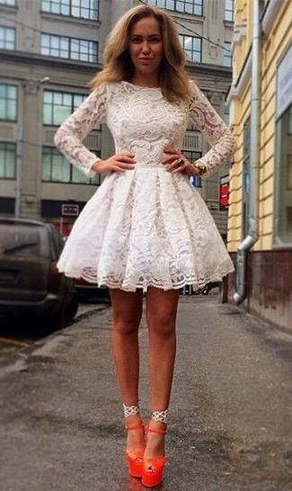 ... Look alla moda per donna  Vestito svasato di pizzo bianco 9995dc513ee