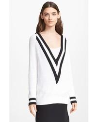 Maglione con scollo a v bianco e nero