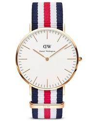 Orologio di tela a righe orizzontali bianco e rosso e blu scuro