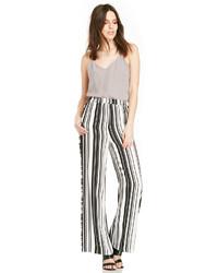 Pantaloni larghi a righe verticali bianchi e neri
