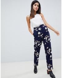 Pantaloni stretti in fondo a fiori blu scuro di Vila