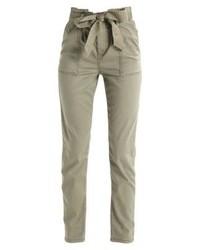 Pantaloni stretti in fondo verde oliva di Topshop
