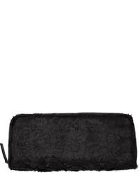 Pochette di pelliccia nera di Ann Demeulemeester