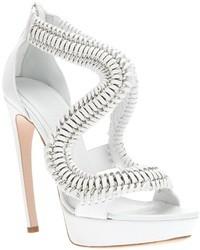 Sandali con tacco bianchi di Alexander McQueen