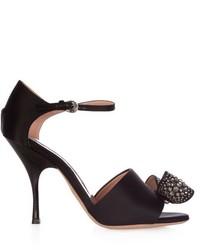 Sandali con tacco di raso decorati neri