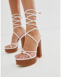 Sandali con tacco in pelle bianchi di Public Desire