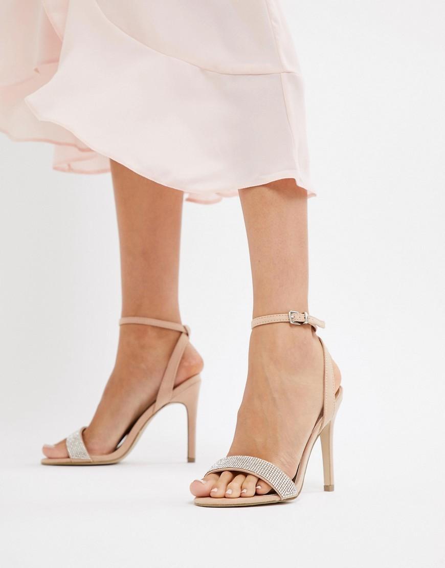 Sandali con tacco in pelle decorati beige di New Look
