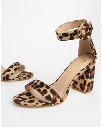 Sandali con tacco in pelle leopardati marrone chiaro