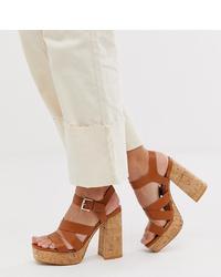 Sandali con tacco in pelle pesanti marroni di Stradivarius