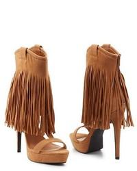 Sandali con tacco in pelle scamosciata con frange marrone chiaro