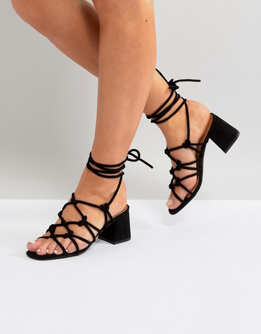 Sandali con tacco in pelle scamosciata neri di Public Desire