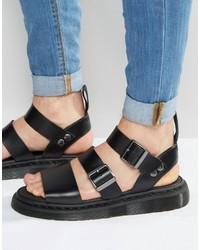 Sandali neri di Dr. Martens