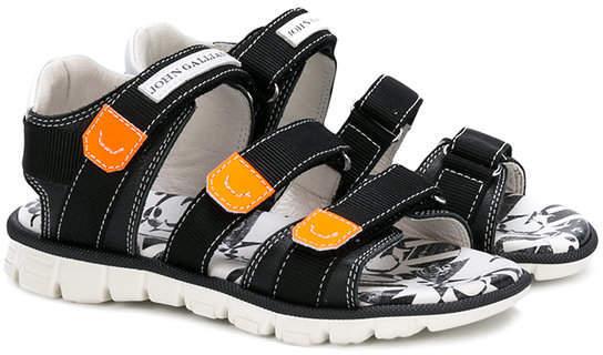 Sandali neri di John Galliano