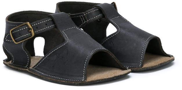 Sandali neri di Pépé