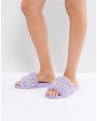 Sandali piatti di pelliccia con borchie viola chiaro di Jeffrey Campbell