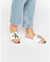 Sandali piatti di tela bianchi