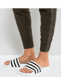 Sandali piatti in pelle bianchi e neri di adidas Originals